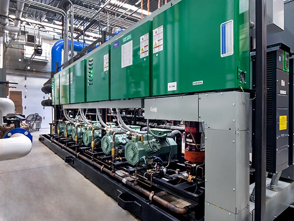 CO2-transcritical-ice-arena-chiller_front_WEB
